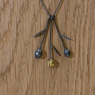 Bud pendant with leaves gold plate