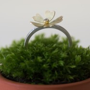 NEW – primrose ring with diamond and gold flower